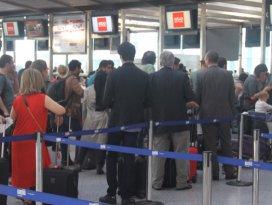 Tuvalet kokusu Alman Lufthansanın seferini iptal ettirdi