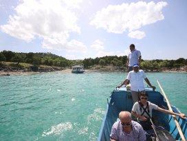 Beyşehir Gölü'ndeki Hacıakif adası ziyaretçilerin ilgisini çekiyor