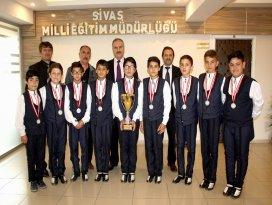 Şampiyon öğrencilerden Altınsoya ziyaret