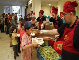 Ramazanda Almanyadaki sığınmacılara Türkler kucak açtı