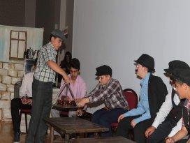 Seydişehirde Komşu Köyün Delisi oyunu sahnelendi