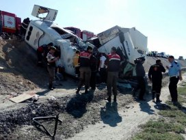 Konyada tır ile minibüs çarpıştı: 10 ölü, 4 yaralı