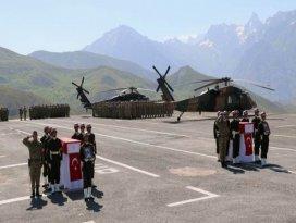 Şehit köy korucuları toprağa verildi
