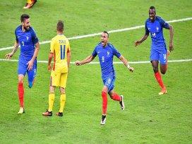 Ev sahibi Fransa galibiyetle başladı