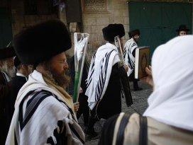 120 Yahudi yerleşimci Mescid-i Aksanın avlusuna girdi