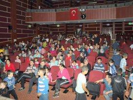 Akşehirli çocuklar Karagöz Hacivat'la eğlendi
