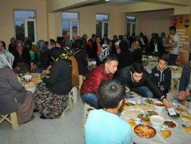 Akşehir Belediyesi vatandaşlarla iftarda buluşturdu