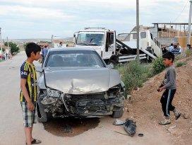Eskişehirde otomobil ile minibüs çarpıştı: 8 yaralı