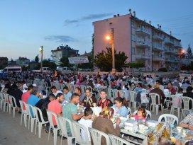 Ereğli'de iftar sofraları sürüyor