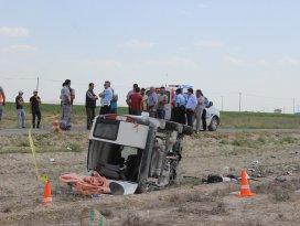 Konyada kamyonet devrildi: 1 ölü, 1 yaralı