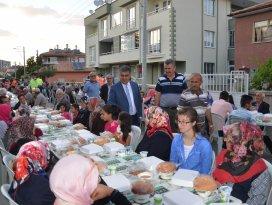 Ereğli'de mahallelerde iftar sofraları sürüyor