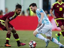 Copa Americada Arjantin ve Şili yarı finalde