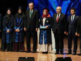 Ödülünü Erdoğandan aldı