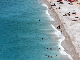 Okullar kapandı sahiller dolmaya başladı