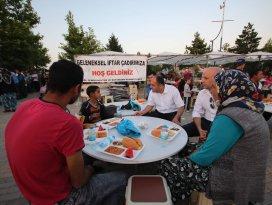 Başkan Özaltun, iftar çadırında vatandaşlarla buluştu
