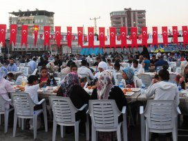 Konya Büyükşehir, Van ve Ahlat'ta kardeşlik sofraları kuruyor