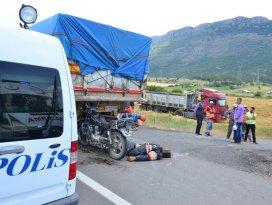 TIRa çarpan motosiklet sürücüsü hayatını kaybetti