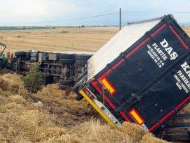 TIR traktöre çarptı: 2 ölü, 4 yaralı