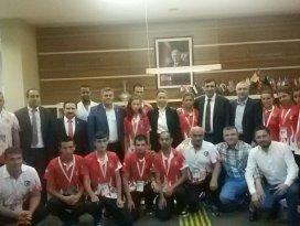 Şampiyonlar Özdemir'i ziyaret etti