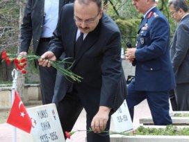 Konya Valisi Canbolattan şehitliğe ziyaret