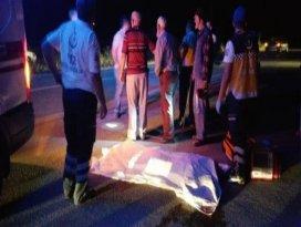 Camiden çıkan adam yolun karşısına geçerken hayatını kaybetti