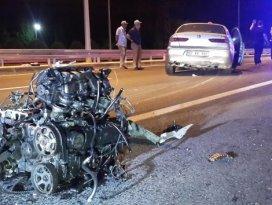 Beton bariyere çarpan otomobil ikiye bölündü: 2 yaralı
