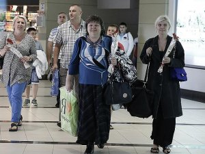 Rus turist kafilesini taşıyan ilk uçak Antalyada