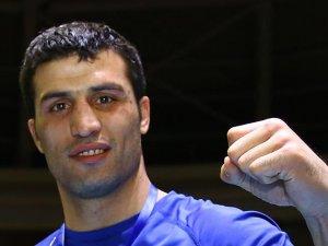 Bakan Kılıç milli boksör Şipali tebrik etti