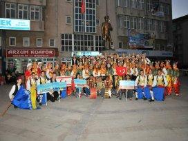Akşehirde dans ve halk oyunu ekipleri final yaptı