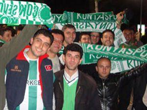 Taraftar Konyasporu coşturmaya gitti