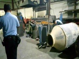 2 tonluk kazan işçinin ayağına düştü