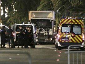 Fransada kamyon kalabalığa daldı: 84 ölü, 100den fazla yaralı