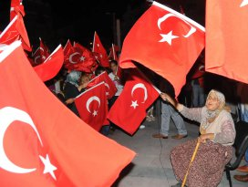 84 yaşındaki Fatma teyzenin demokrasi aşkı