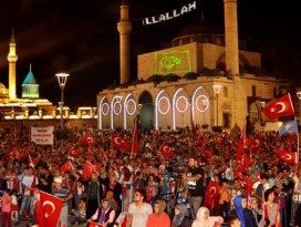 Konyada demokrasi nöbeti sürüyor