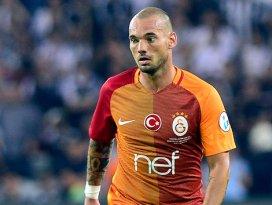 Sneijder, madalyasını engelli bir taraftara hediye etti