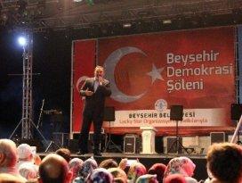 """Dursun Ali Erzincanlı, """"Şehit Ömer Halis Demir"""" şiiriyle duygulandırdı"""