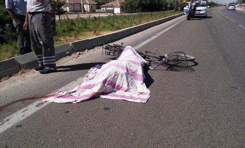 TIR'ın çarptığı bisikletli adam hayatını kaybetti