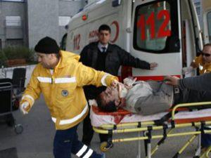 Minibüs tramvay direğine çarptı: 9 yaralı