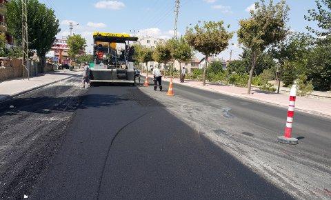 Karaman Caddesi'nde asfalt yenileniyor