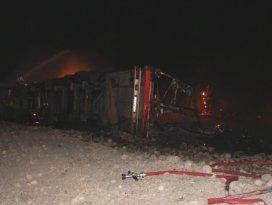 Mut'ta devrilen TIR alev alev yandı: 2 ölü