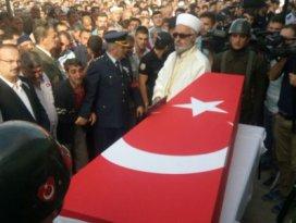 Konyada 10 bin kişi şehidini uğurladı