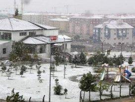 Kent merkezine mevsimin ilk karı yağdı