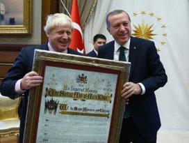 Erdoğandan İngiltere Dışişleri Bakanı Johnsona sürpriz hediye