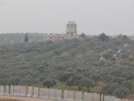 Suriye sınırındaki beton duvar çalışmaları hızlandı