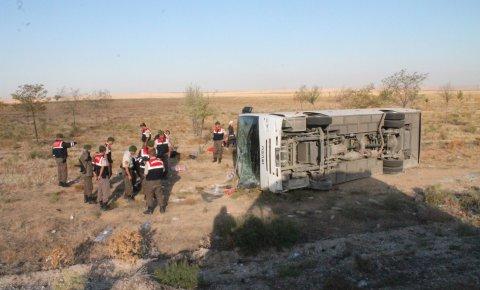 Konyada düğün yolunda kaza: 26 yaralı