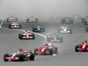 İstanbul Parkta pole pozisyonu Webberin