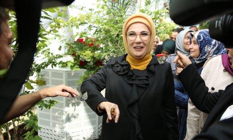 Emine Erdoğan, Selçuklu Tropikal Kelebek Bahçesini gezdi