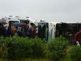 Rizede yolcu midibüsü devrildi: 27 yaralı