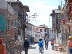 Konya'da tarihi bölgedeki sokaklar iyileştiriliyor