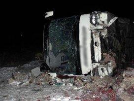 Feci kaza! Yolcu otobüsü devrildi: 31 yaralı